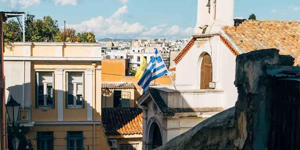 Una calles de los barrios de Plaka y Monatiraki que visitar en Atenas en dos días.