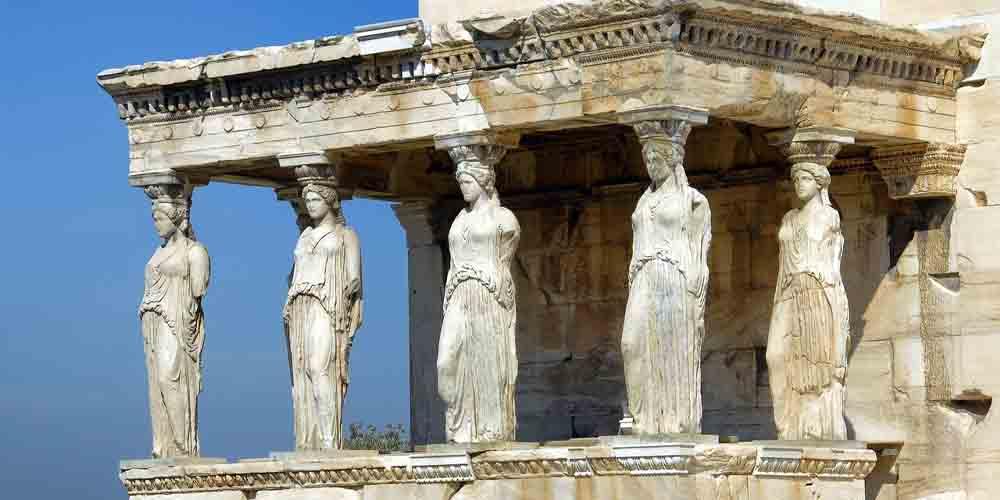Las cariátides del Erecteion, uno de los monumentos de Atenas más icónicos en la Acrópolis.