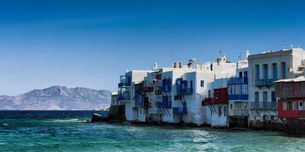 Casas blancas costeras de Mykonos.