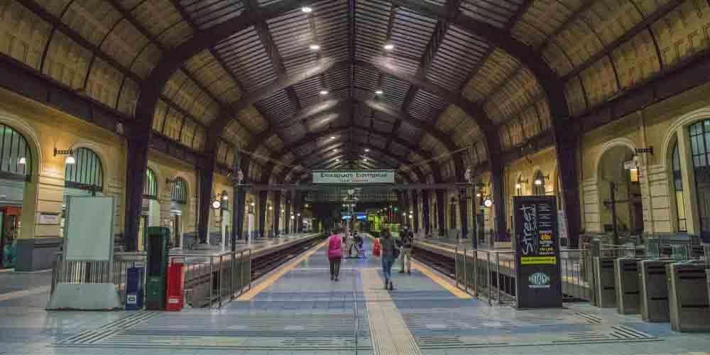 Estación de metro para llegar del Pireo al centro de Atenas.