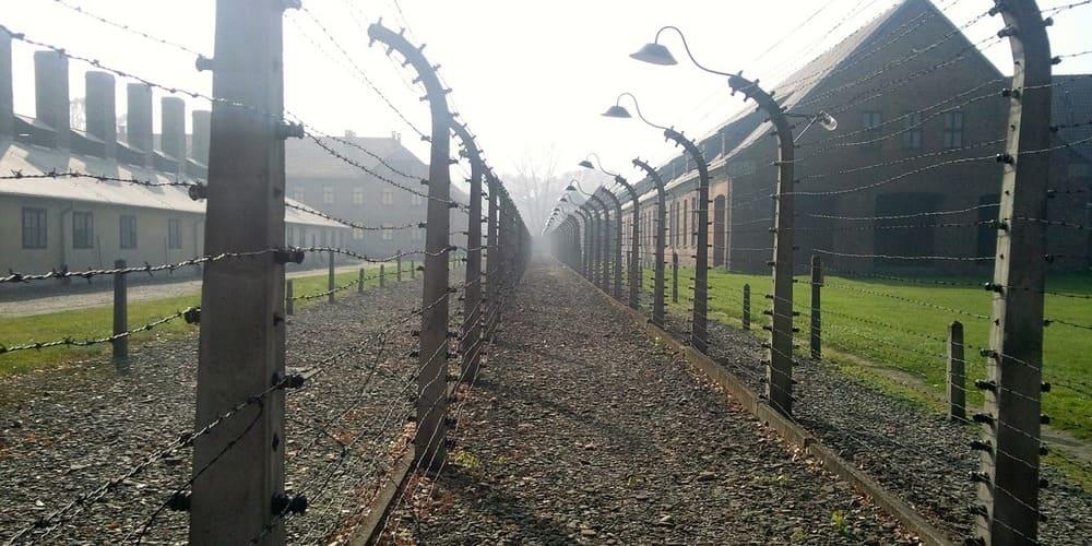 Cómo ir de Cracovia a Auschwitz por libre en autobús o tren