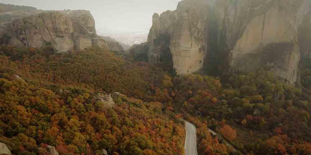 Carretera para visitar los Monasterios de Meteora en coche.