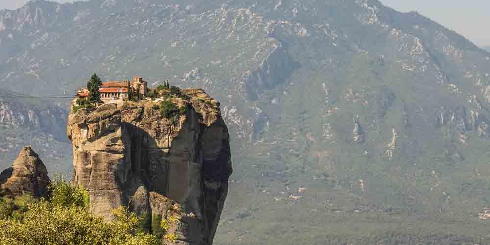 Vista del Monasterio de la Santísima Trinidad en Meteora.