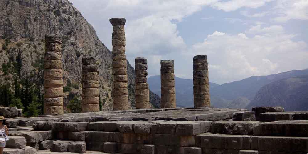 Los restos del Templo de Apolo en el conjunto arqueológico de Delfos.