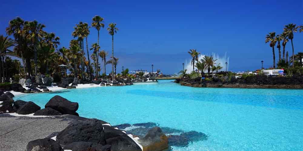 Una piscina en Puerto de la Cruz, uno de los destinos que ver en Tenerife norte.