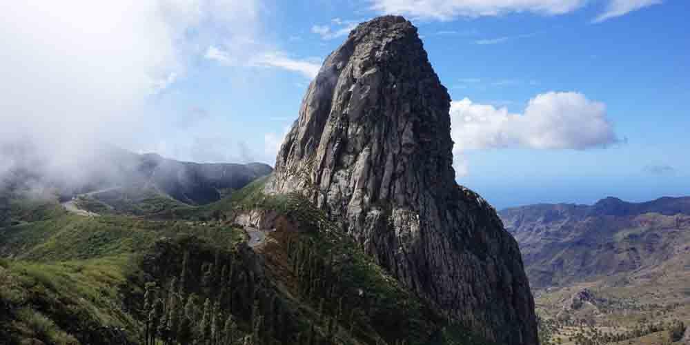 Vista de La Gomera, una de las mejores excursiones que hacer en Tenerife.