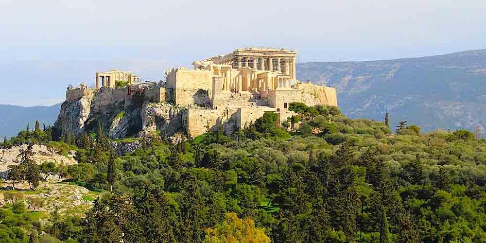 Cómo visitar la Acrópolis de Atenas por sus dos entradas principales.