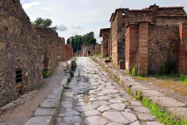 Cómo ir a Pompeya desde Roma en tren, autobús o tour