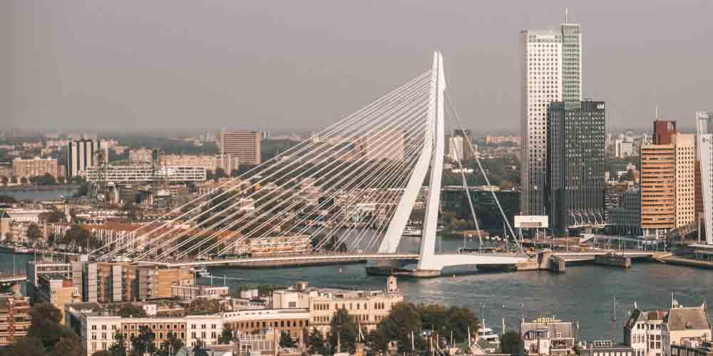 Vista del puente de Rotterdam.