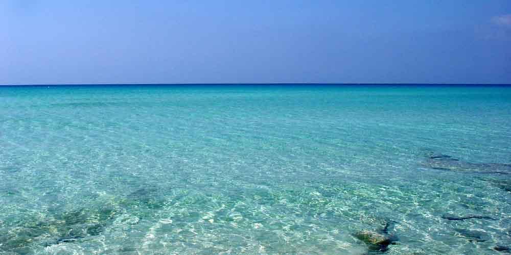 El mar Mediterráneo por el que pasa el ferry de Ibiza a Formentera en los horarios del post.