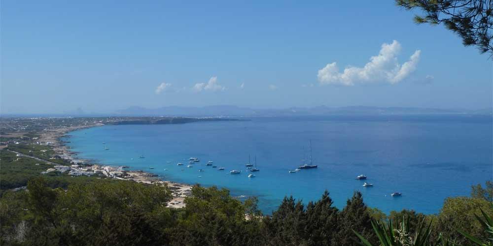El puerto al que llegan los barcos de Ibiza a Formentera.