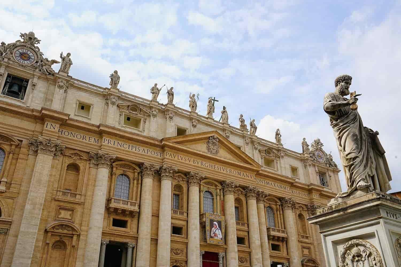 ¿Cómo vestir para entrar al Vaticano? Protocolo de vestimenta