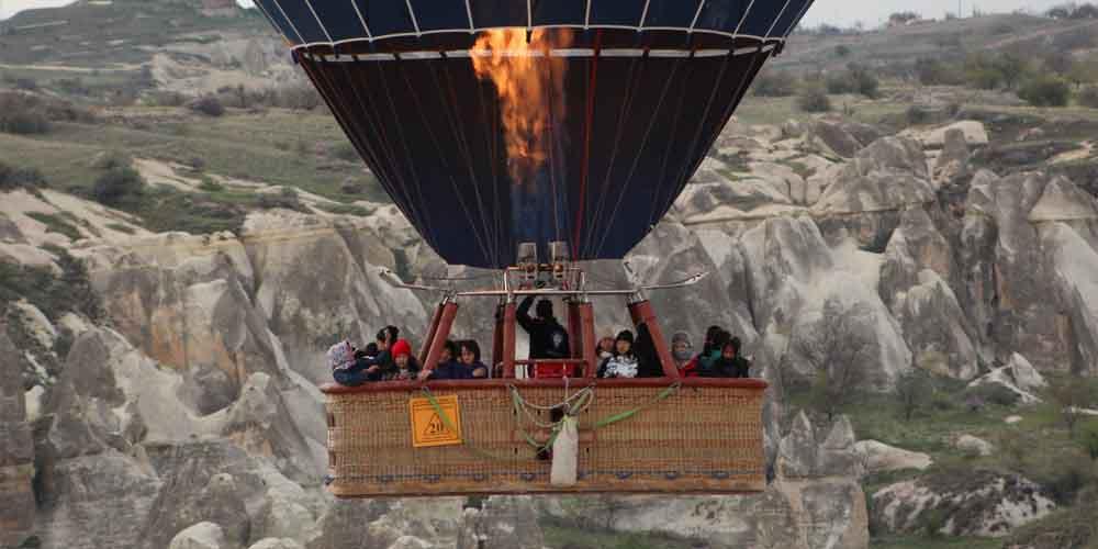 Imagen de un globo aerostático por la Capadocia.