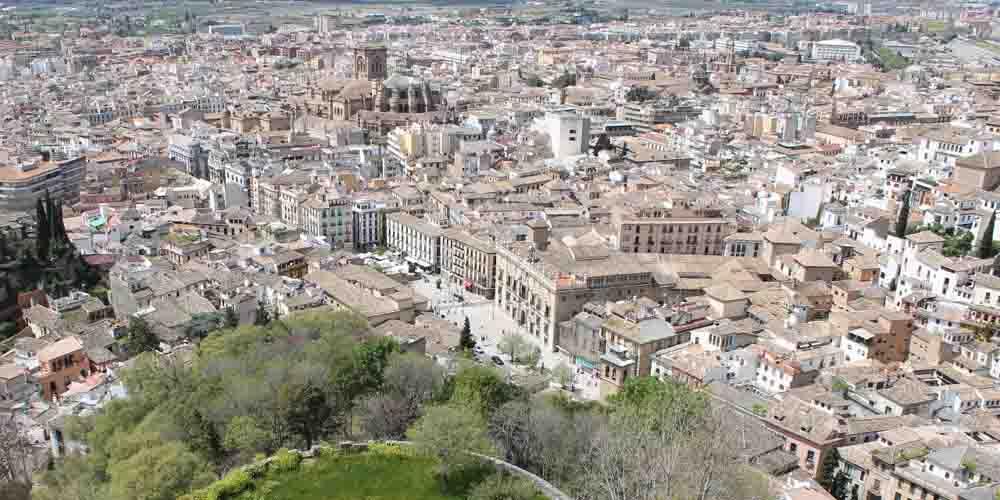 Cómo llegar a la Alhambra desde el centro de Granada que se ve en la foto.