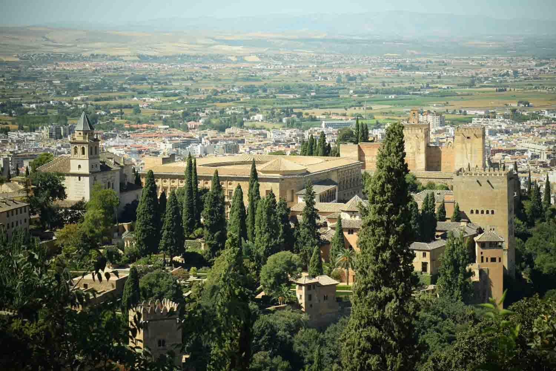 Cómo llegar a la Alhambra de Granada: a pie, autobús, taxi y coche