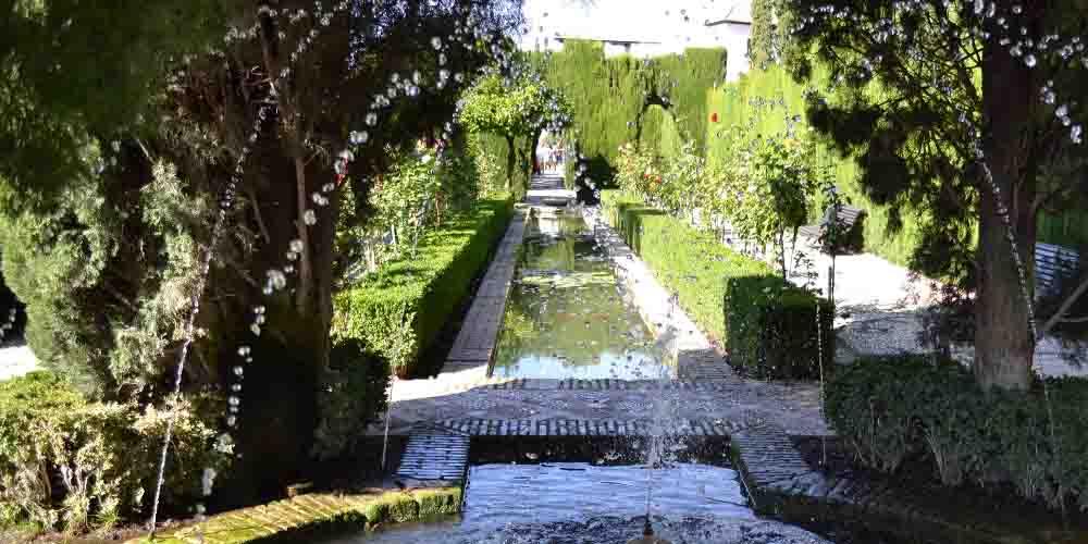 Cómo comprar las entradas a la Alhambra y los Jardines del Generalife que se pueden ver en la imagen.