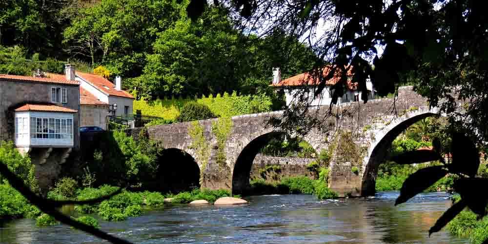Puente de Negreira, una parada para llegar a Finisterre por el Camino de Santiago.