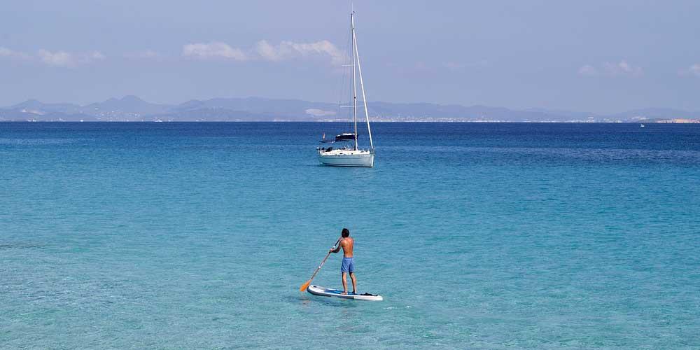Paddle surf en Cala Saona.