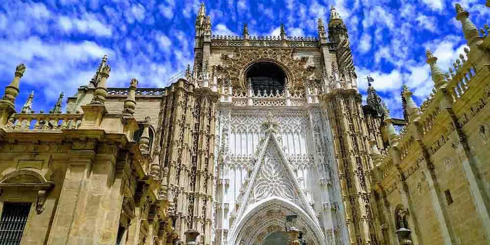Fachada que visitar en la Catedral de Sevilla.