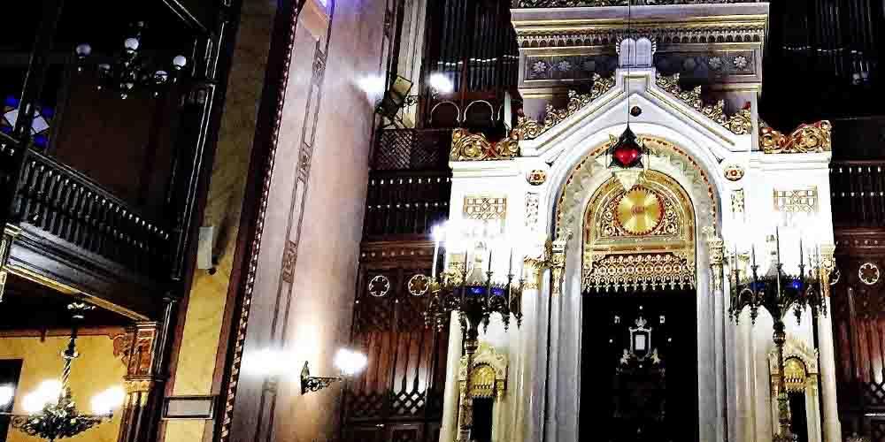 Interior de la Sinagoga Dohány en el Barrio Judío de Budapest.