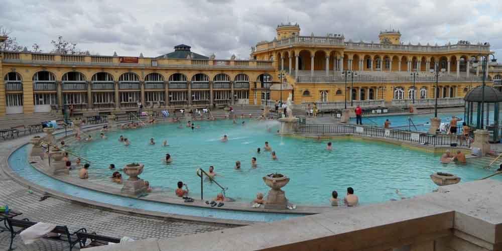 El Balneario Szécheny en una visita a Budapest en 2 días.