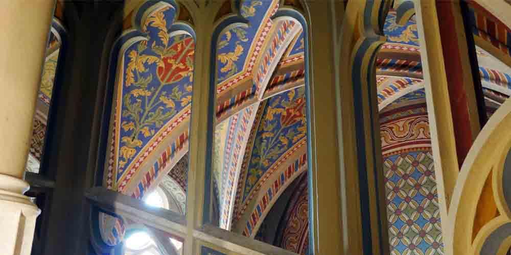 Interior de la Iglesia de Matías en el Castillo de Buda de Budapest.