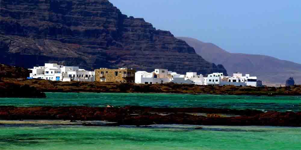 Puerto de la Órzola para ir a La Graciosa desde Lanzarote.
