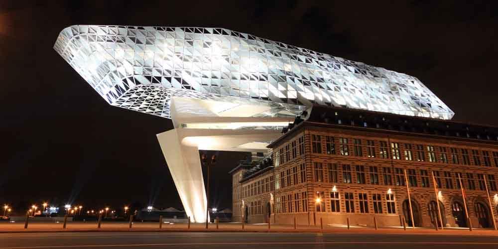 Cómo llegar de Bruselas a Amberes en Autobús y visitar el edificio que se ve en la imagen.