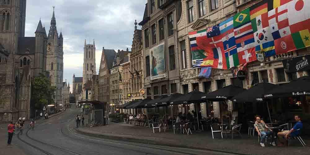 Cómo ir de Bruselas a Gante en bus y visitar una de las calles de Gante.