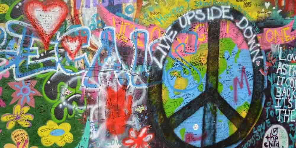 El muro a John Lennon en el Barrio Malá Strana de Praga.