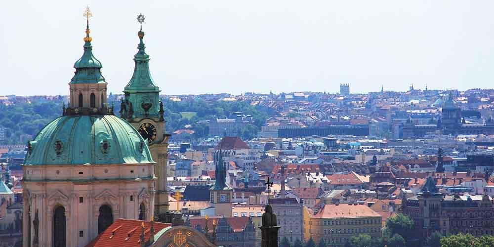 Vista de lugares que ver en Praga en 2 días desde la Iglesia de San Nicolás.