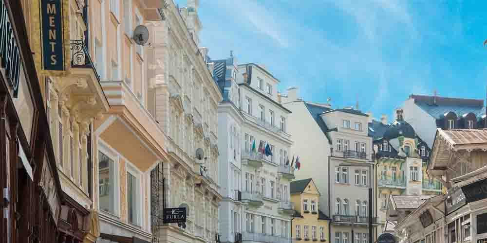 Una calle de Karlovy Vary.