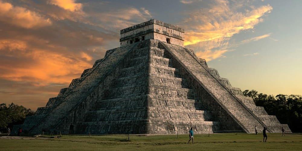 Guía para disfrutar del espectáculo de las noches de Kukulcán en Chichén Itzá