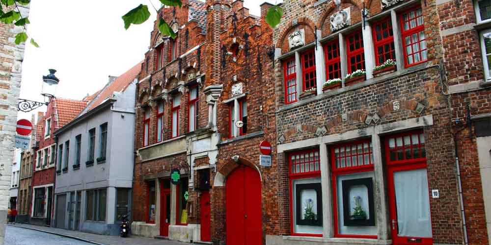 Una calle que ver en Brujas y Gante en un día desde Bruselas.