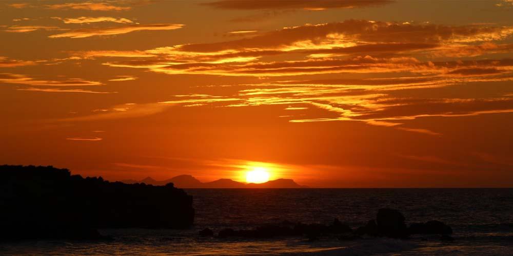 Imagen del mejor atardecer de Menorca desde un velero.