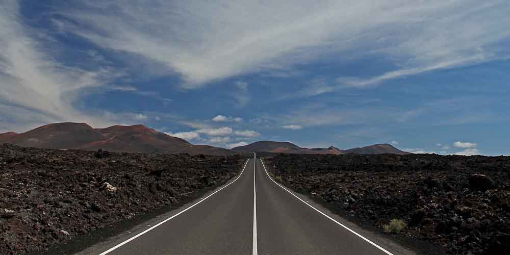 Carretera para llegar al Parque de Timanfaya en bus