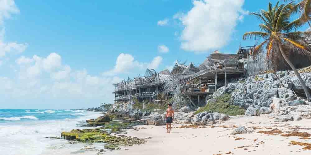 Imagen de una de las playas que ver en Tulum.