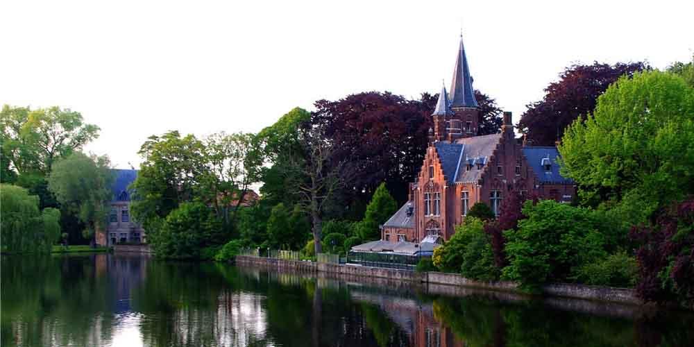 El lago del amor que visitar en Brujas y Gante en un día desde Bruselas.