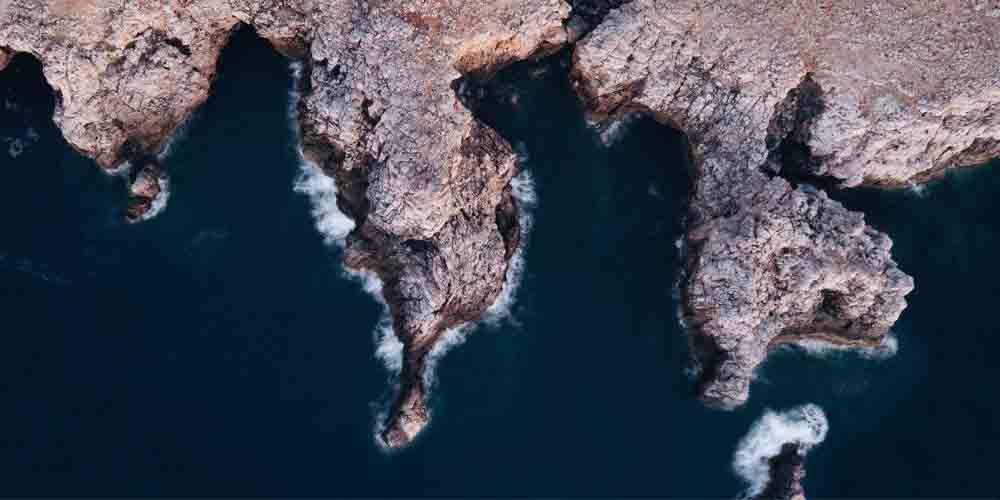 Vista desde Cales Coves, una de las cuevas de Menorca.