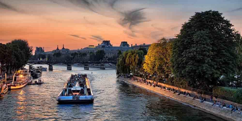 El precio del Batobus de París incluye la parada en el Museo del Louvre.