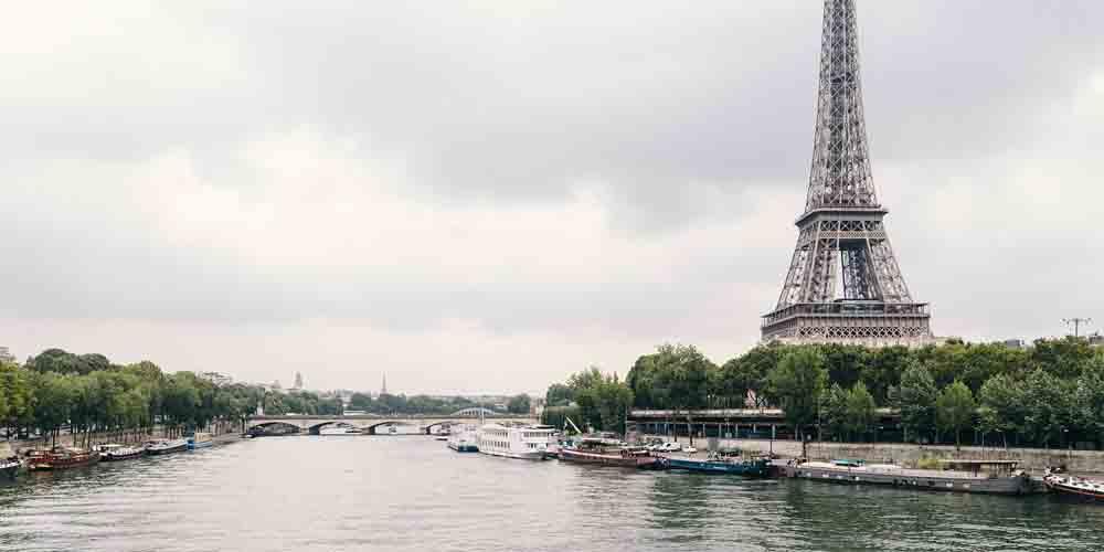 Cómo ir a la Torre Eiffel en batobús por el río Sena.