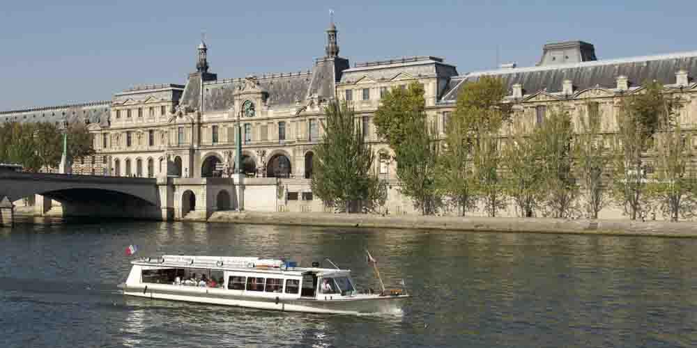Cómo llegar al Museo Louvre en el metro del Batobus.