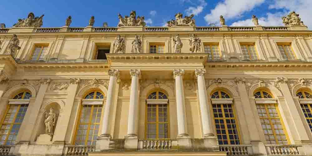 Cómo ir a Versalles desde París en transporte público y ver el edificio de la imagen.