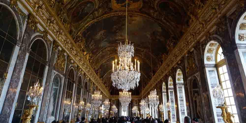 La Galería de los Espejos que ver en el interior del Palacio de Versalles.