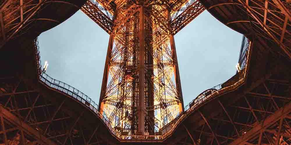 Precio de la Torre Eiffel para subir a la segunda planta que se ve en la imagen.