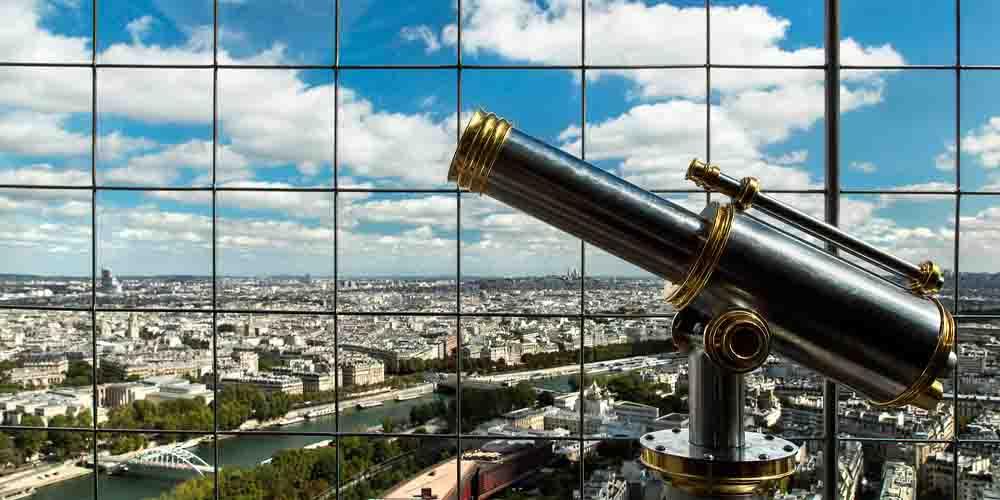 Imagen de una visita a la Torre Eiffel de París.