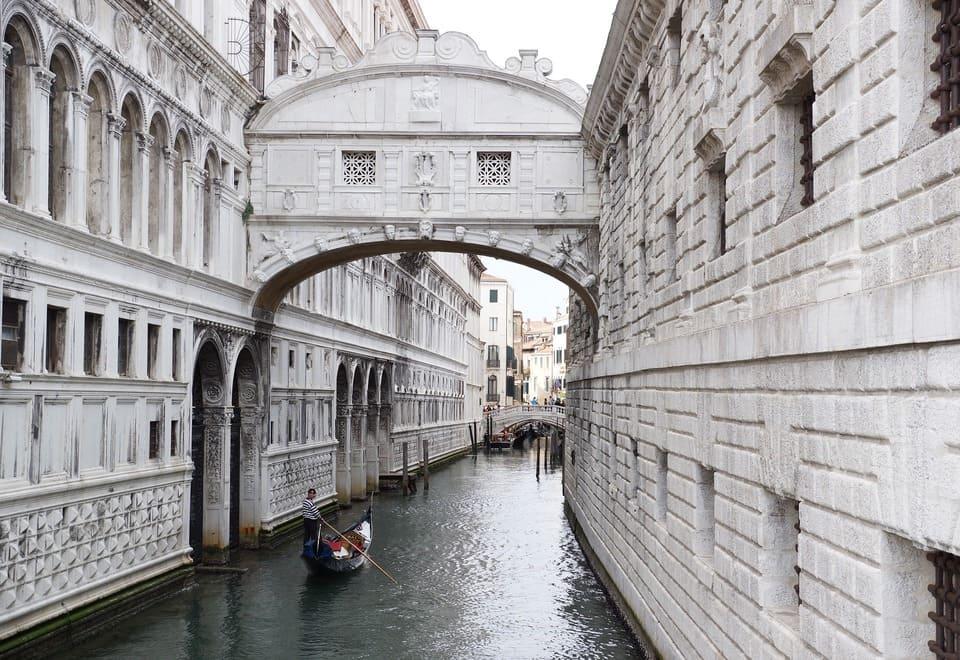 El Puente de los Suspiros, en Venecia
